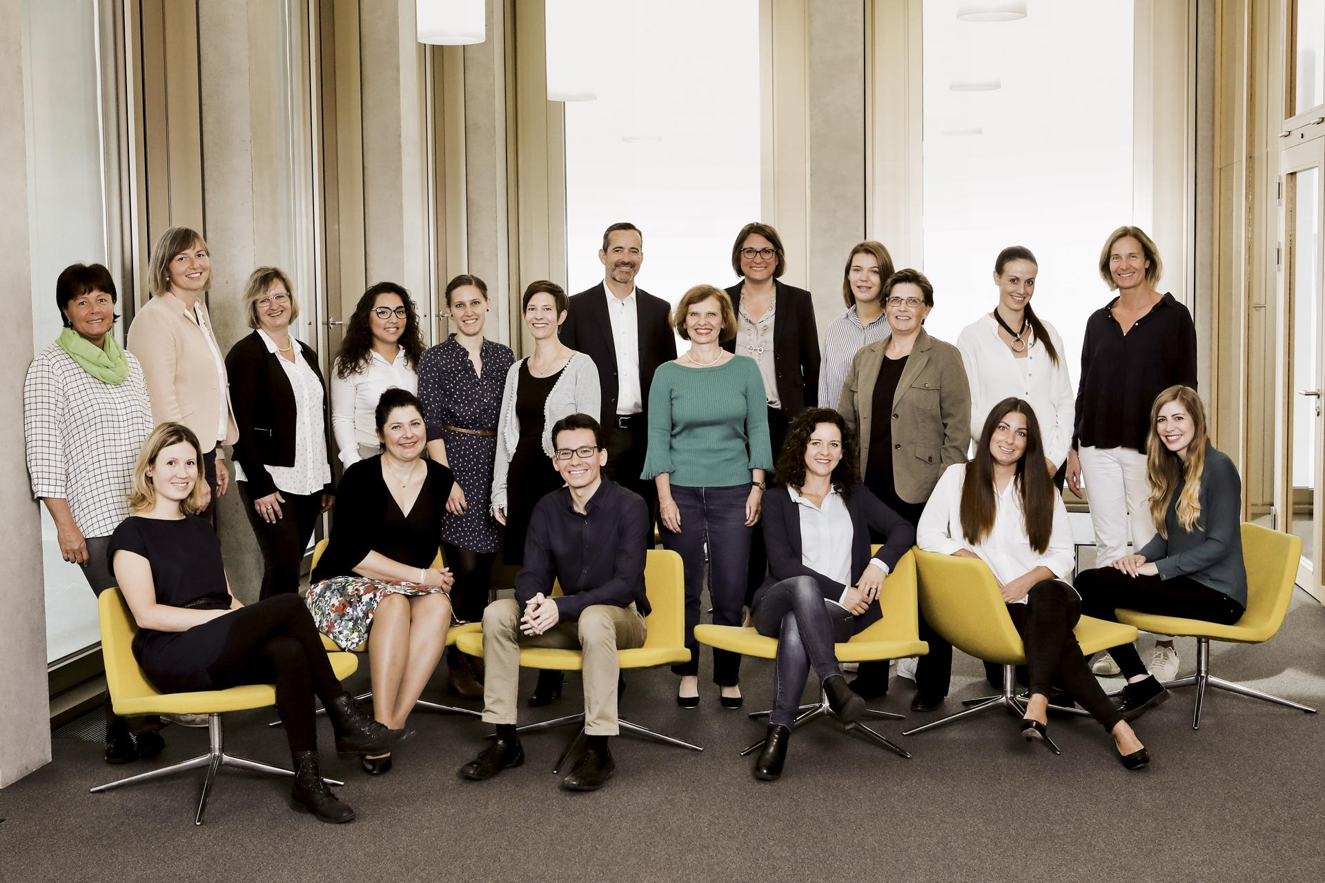 Die Mitarbeitenden des Weiterbildungszentrums FHS St.Gallen im Gruppenbild.